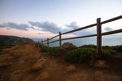 Barrière en bois sur le cap Roca (roca du DA de cabo) Photographie stock