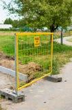 Barrière en métal jaune Photos libres de droits