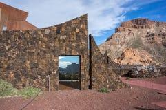 Barrière en pierre du del Teide de Parador de Canadas d'hôtel Photos stock