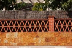 Barrière faite en brique et pierre Photos stock