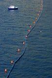 Barrière flottant sur la mer photographie stock