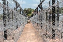 Barrière/frontière de Barbwire Photos stock