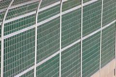 Barrière protectrice par la route isolation de bruit et de saleté de la chaussée protection de l'environnement et sécurité publiq illustration de vecteur