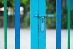 Barrière rose de couleur avec la sécurité au jardin d'enfants Photo libre de droits