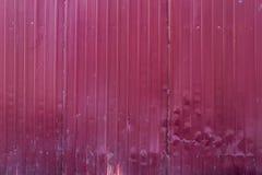 Barrière rouge de bâtiment en métal Galvanisé, ridé image libre de droits