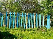 Barrière rurale en bois colorée Images stock