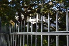 Barrière Southern Mansion à Charleston historique Images libres de droits