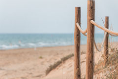 Barrière sur une plage méditerranéenne Photo libre de droits