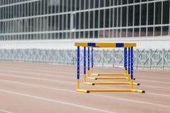 Barrières au stade pour une course Image libre de droits