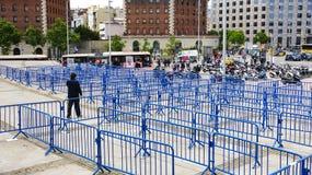 Barrières bleues de labyrinthe photo stock