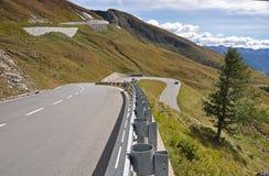 Barrières en acier protectrices chez Grossglockner Hochalpenstrasse photos stock