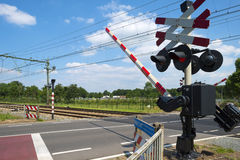 Barrières fermées d'un croisement de rail images libres de droits