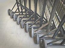 Barrières portatives noires avec des roues photo libre de droits