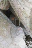 Barricada de acero que bloquea la entrada de la cueva Imágenes de archivo libres de regalías
