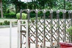 A barricada de alumínio pode esticar e dobrar-se foto de stock