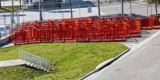 Barricadas de la naranja del metal fotografía de archivo libre de regalías