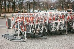 Barricadas o cercas para las acciones públicas en Berlín Cercas para la acción de la demostración o de la protesta y la protecció foto de archivo libre de regalías