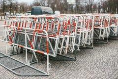 Barricadas o cercas para las acciones públicas en Berlín Cercas para la acción de la demostración o de la protesta y la protecció imagenes de archivo