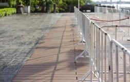 Barricade blanche dans la ville photographie stock libre de droits