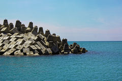 Barricade de littoral de digue photographie stock libre de droits
