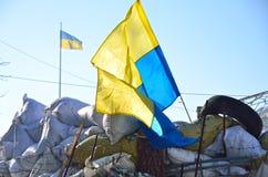 Barricade with the Ukrainian national flag Royalty Free Stock Photos