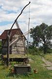Barrido antiguo y molino de viento Imagenes de archivo
