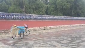 Barrido de la bicicleta de la ciudad Prohibida en Pekín, China imagenes de archivo