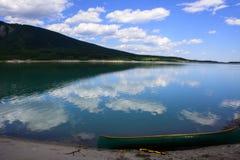 Barrier湖在亚伯大加拿大 免版税图库摄影