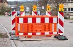Barriera con le luci d'avvertimento al cantiere Fotografia Stock Libera da Diritti