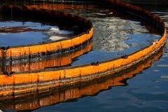 Barriera di lotta contro l'inquinamento Immagini Stock Libere da Diritti