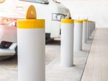 Barriera gialla della colonna fotografia stock libera da diritti