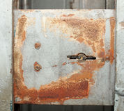 Barriera o parete arrugginita grigia del metallo fotografia stock libera da diritti