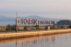 Barriere di area di nuotata, barriere di sicurezza della spiaggia Sicurezza di ricreazione sull'acqua in Croazia Cultura di compo immagini stock