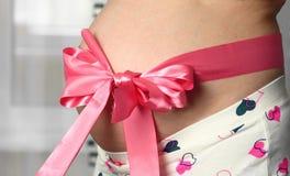 Barriga da mulher gravida Fotografia de Stock Royalty Free