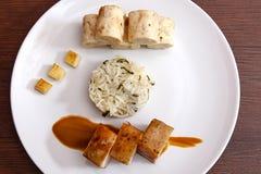 Barriga de carne de porco com as bolinhas de massa da couve e do pão Imagens de Stock Royalty Free