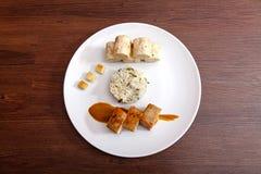 Barriga de carne de porco com as bolinhas de massa da couve e do pão Foto de Stock