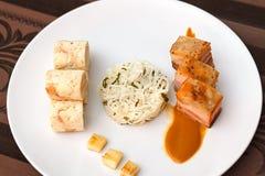 Barriga de carne de porco com as bolinhas de massa da couve e do pão Fotos de Stock