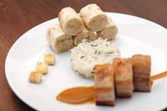 Barriga de carne de porco com as bolinhas de massa da couve e do pão Imagem de Stock