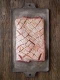 Barriga de carne de porco temperado cru crua rústica imagem de stock royalty free