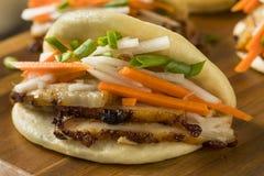 Barriga de carne de porco cozinhada caseiro Bao Buns imagens de stock