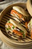 Barriga de carne de porco cozinhada caseiro Bao Buns foto de stock