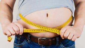 A barriga de um homem gordo isolado no fundo branco HOL gordo do homem fotos de stock