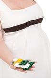 Barriga grávida com comprimidos fotos de stock