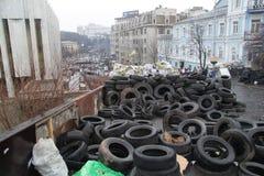 Barrikader från gummihjul i Kiev Arkivbilder