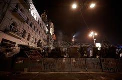Barrikader i konfliktzonen på Maidan Nezalezhnosti royaltyfria foton