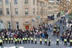 barrikadpolispersoner som protesterar Arkivfoto