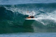 Barril 04 de la persona que practica surf imagen de archivo