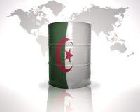 barril con la bandera argelina en el mapa del mundo Imagen de archivo libre de regalías