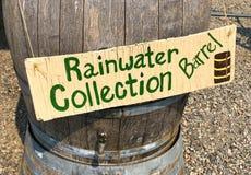 Barril de la colección del agua de lluvia fotografía de archivo