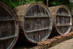 Barril de madera para el vino con el anillo de acero, Georgia fotografía de archivo libre de regalías